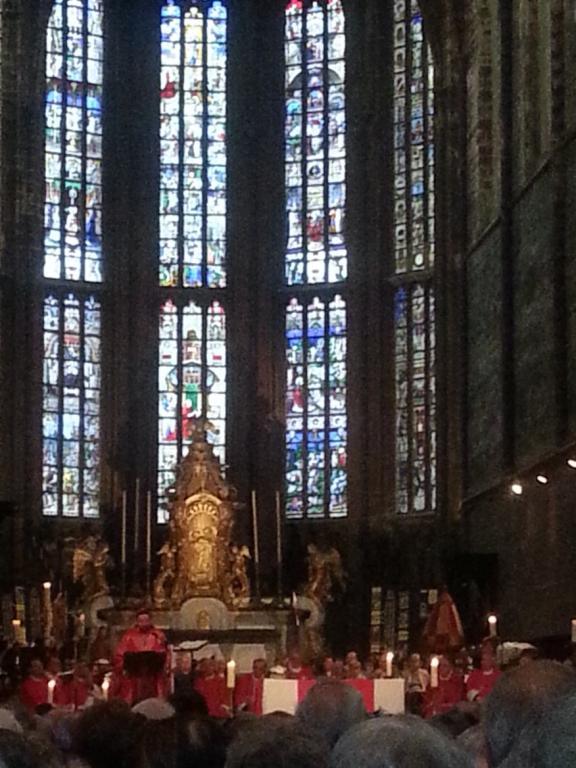 Mgr Delvillle lors de son homélie à la Basilique Saint-Martin
